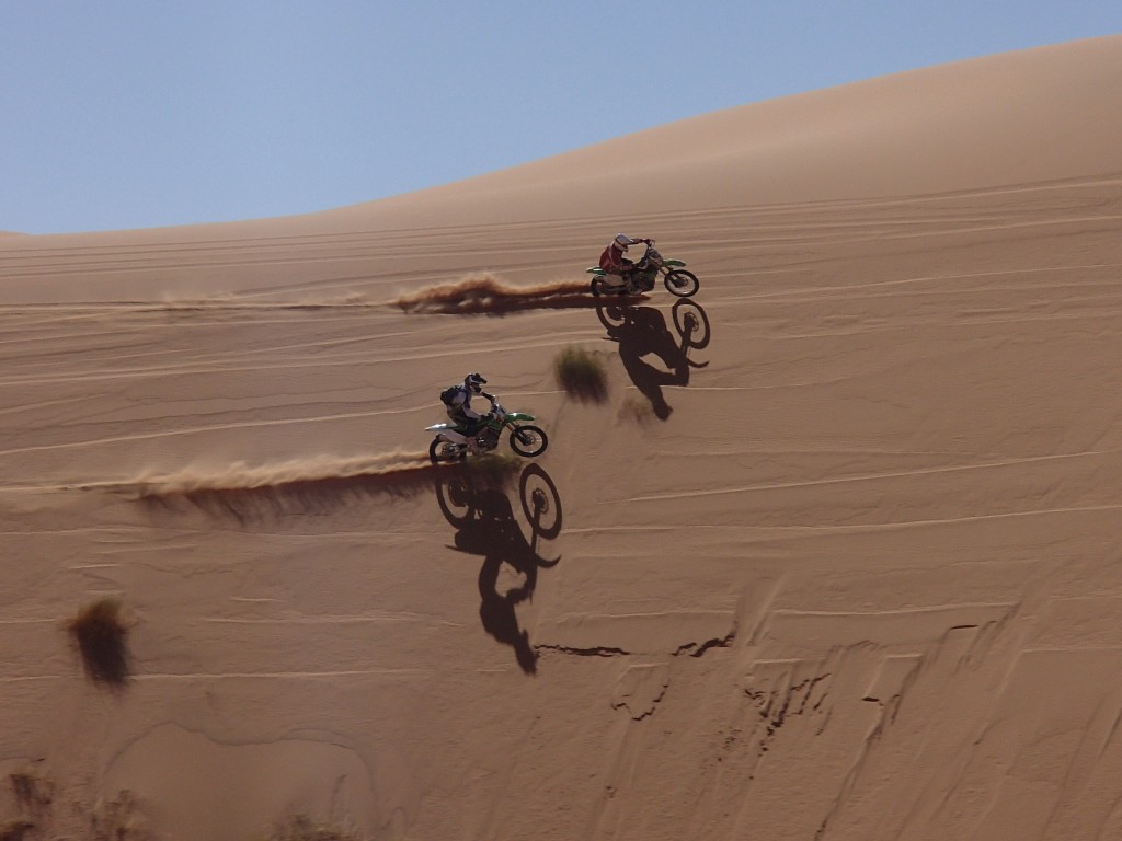 Mick & Gwion racing around a MASSIVE sand bowl!!